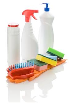 Reinigingsmiddelen ingesteld op witte achtergrond