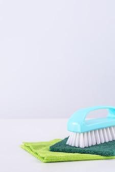 Reinigingsproduct gereedschapsapparatuur, concept van huishouding, professionele schone service, benodigdheden voor huishoudelijk werk, kopieerruimte, close-up.