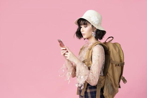 Reis concept portret van gelukkige vrouw aziatische tourit