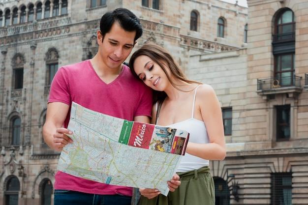 Reis en ontdek plaatsen met geliefden