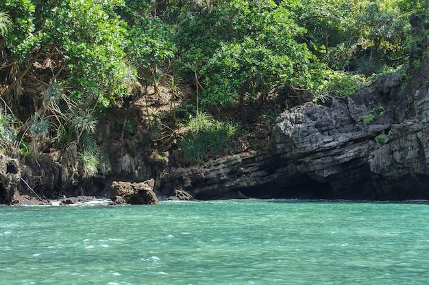 Reis vakantie tropisch eiland met resorts phi-phi eiland provincie krabi thailand