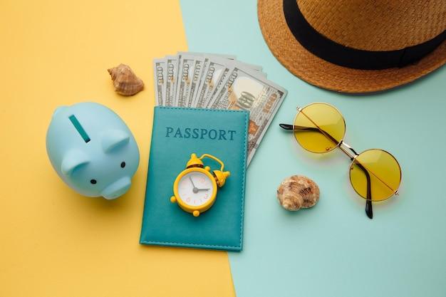 Reisaccessoires en paspoort met geld