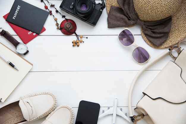 Reisaccessoires kostuums vrouwen. paspoorten de kosten van reisplannen die zijn voorbereid voor de reis