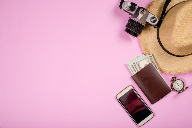 Reisaccessoiresobjecten en gadgets bovenaanzicht