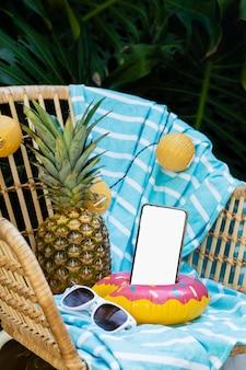 Reisartikelen en smartphone-arrangement