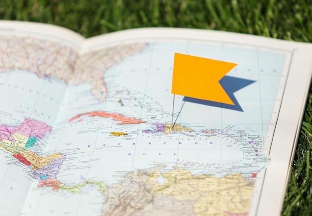 Reisbestemming, rode pin op de kaart