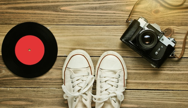 Reisconcept en film retro camera bovenaanzicht
