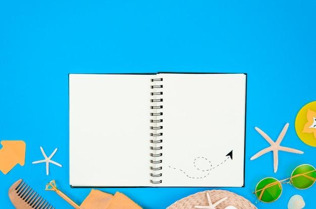 Reisdagboek op een strand