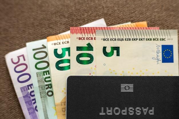 Reispaspoort en bankbiljetten