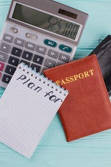 Reisplanning en prijzen. berekening van de kosten van vlucht en vakantie.