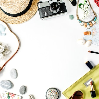 Reisset frame met stro, hipster retro camera, kaart, koppeling