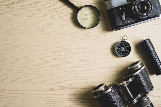 Reizen achtergrond met vintage objecten en lege ruimte