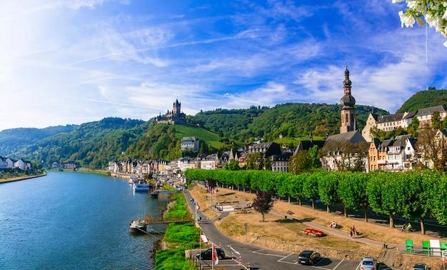 Reizen en bezienswaardigheden van duitsland, middeleeuwse stad cochem populair voor riviercruises
