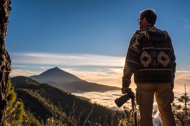 Reizen mensen alleen levensstijl toerisme concept