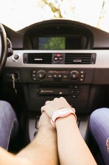 Reizen. paar reist in de auto