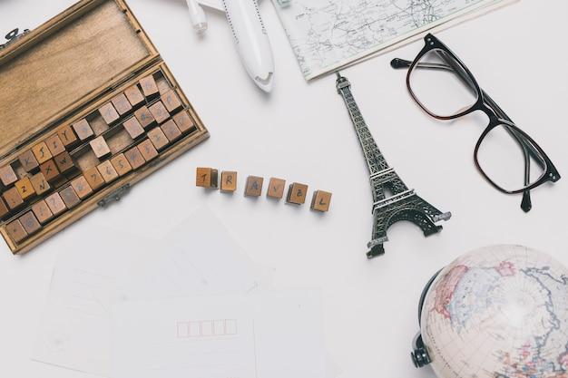 Reizen schrijven in de buurt van toeristische dingen