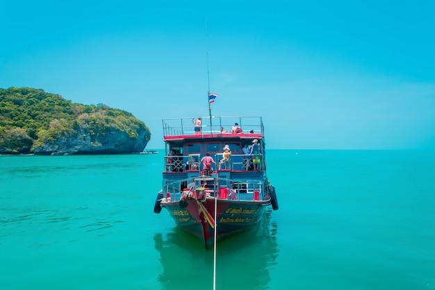 Reiziger ontspannen in de reisboot