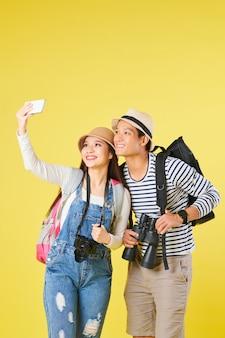 Reizigers die een selfie maken