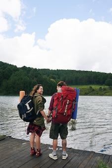 Reizigers op het meer