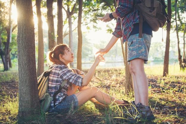 Reizigerspaar in liefde die in genieten van