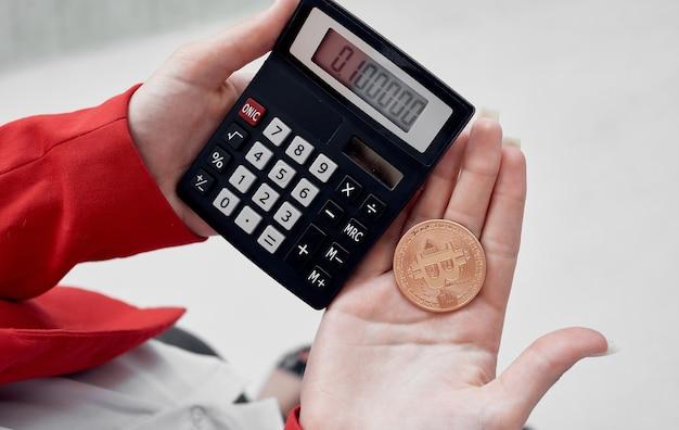 Rekenmachine cryptocurrency bitcoin elektronisch geld financieren internet. hoge kwaliteit foto