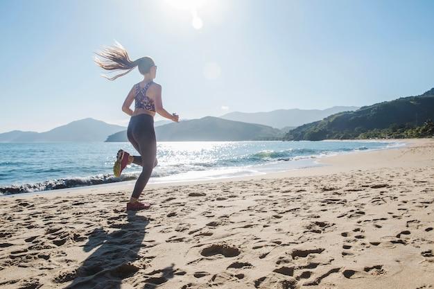 Rennen snel op het zand