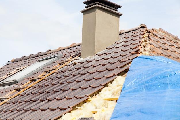 Renovatie van een betegeld dak van baksteen
