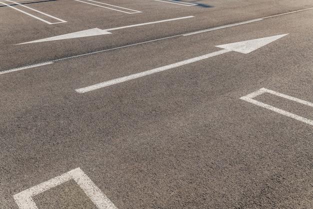 Reserveer ruimte en pijlen die naar links en rechts wijzen