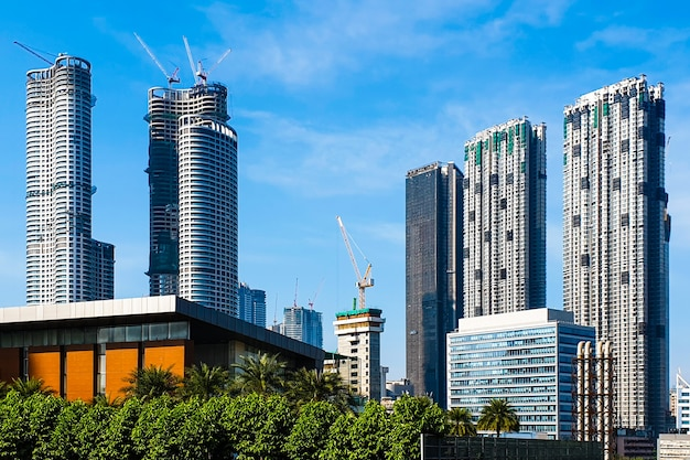 Residentiële en commerciële wolkenkrabbers in aanbouw in mumbai, india