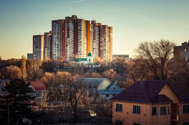 Residentiële gebouwen in albisoara straat. chisinau, moldavië