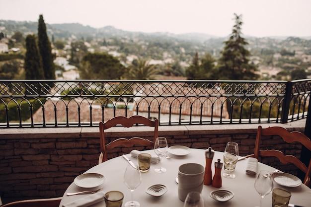 Restaurant op het open terras