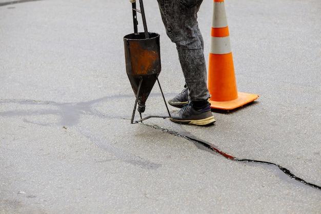 Restauratiewerkzaamheden asfaltafdichting vulmiddel asfaltscheurreparatie vloeibare voegkit voeg van de vaste weg