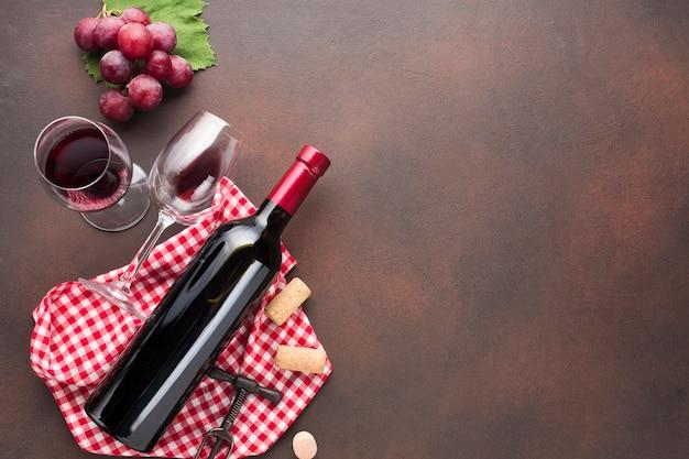 Retro achtergrondaspect met rode wijn