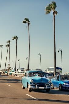 Retro auto op de straat van havana