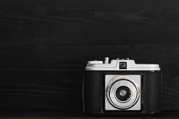 Retro camera in het donker