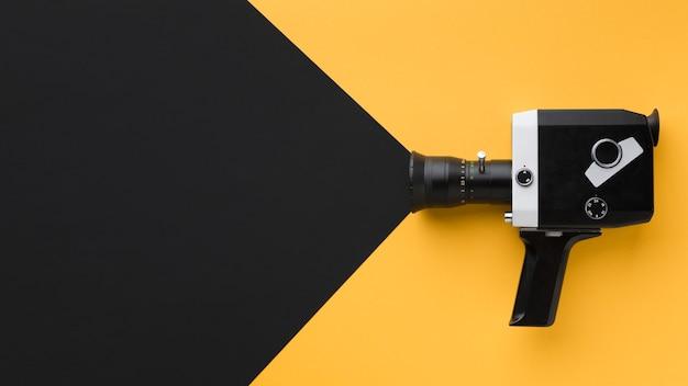 Retro filmcamera met kopie ruimte