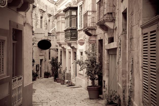 Retro foto van ctreet in oude europese stad