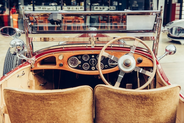 Retro interieur van oude auto