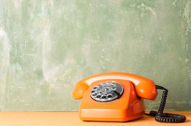 Retro oranje telefoon