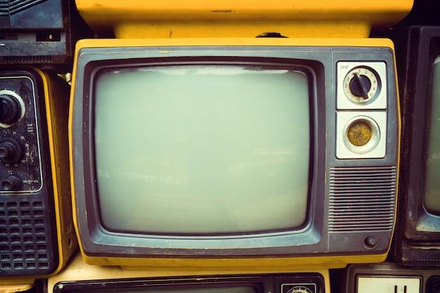 Retro oude televisie in vintage kleuren toon effect stijl. retro technologie.