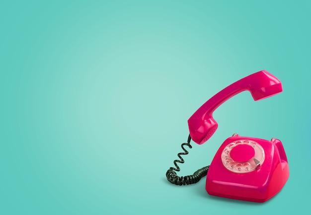 Retro rode telefoon op achtergrond
