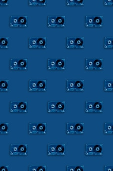 Retro transparant audiocassettes naadloos patroon in trendy blauw