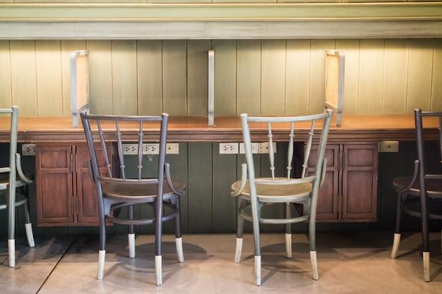 Retro vintage houten tafel en stoelen
