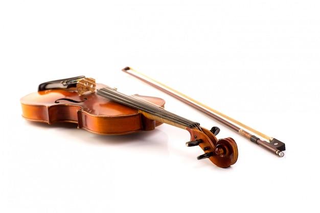 Retro vioolwijnoogst die op wit wordt geïsoleerd