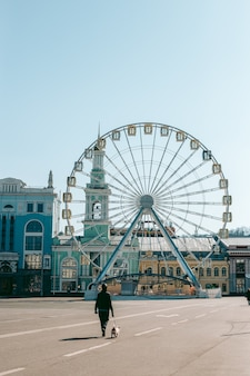 Reuzenrad in het centrum van kiev voor een panoramisch uitzicht