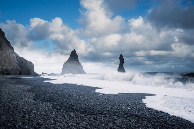 Reynisfjara black sand beach in vik, ijsland