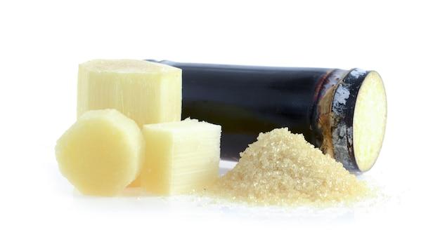 Riet met suiker op witte ondergrond