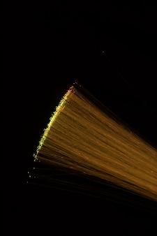Rietjes van optische vezels op zwart scherm