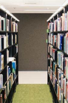 Rij boekenkasten