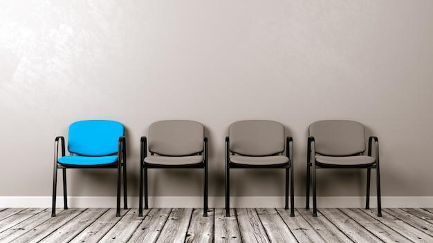 Rij stoelen op houten vloer tegen een muur